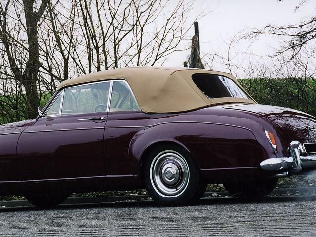 Bentley Parkward, door ons gewijzigd kapframe, nieuwe binnenhemel en softtop van Sonnenland Classic