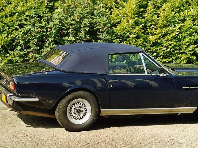 Aston Martin softtop Sonnenland Classic blauw