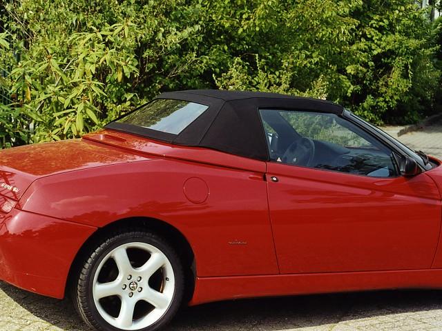 Alfa Romeo Spider 916 / Cabriokap Sonnenland Classic zwart