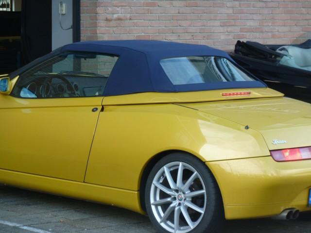 Alfa Romeo Spider 916 / cabriokap Stayfast blauw