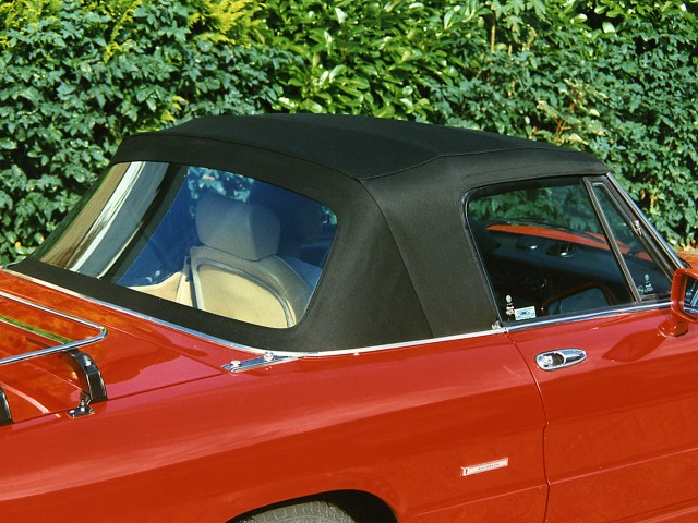 Alfa Romeo Spider coda tronca / Cabriokap stof zwart