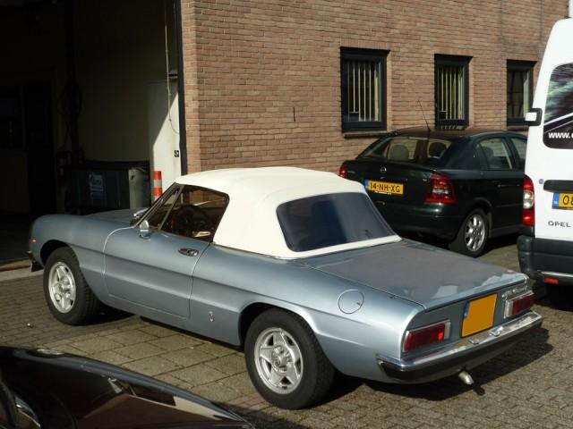 Alfa Romeo Spider softtop vinyl wit