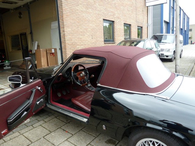 Alfa Romeo Spider softtop Stayfast Burgundy red