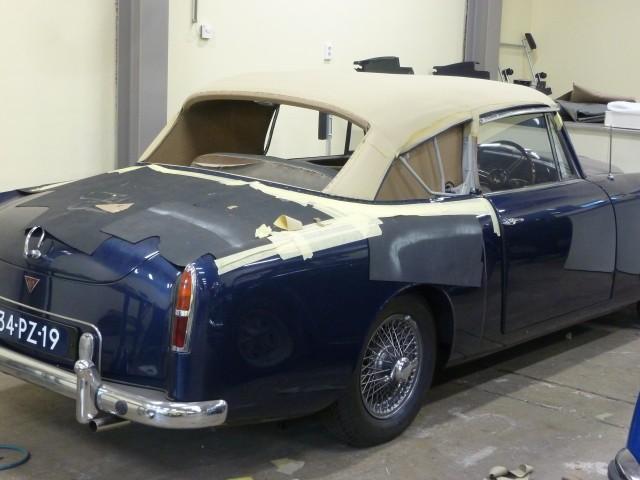 Alvis TE21 Drophead Coupe / binnenwerk cabriokap in opbouw