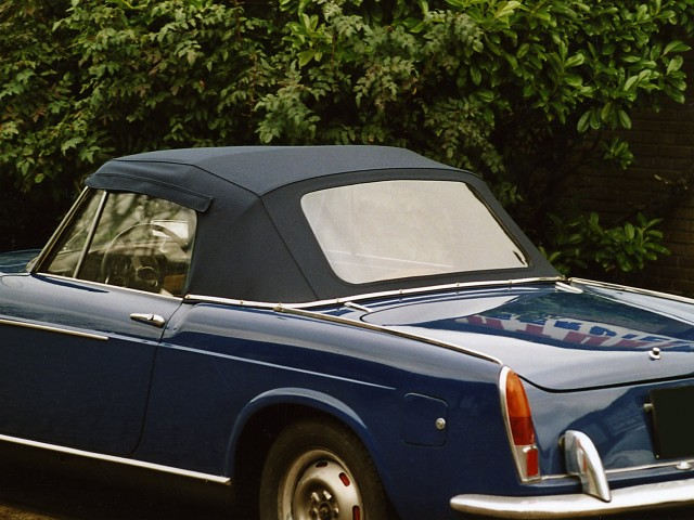 Fiat 1500 Spider, softtop Sonnenland Classic blauw (5)