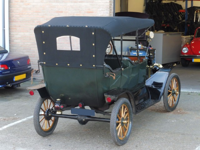 Ford Touring model T, 1913, cabriokap tailor-made Stayfast zwart