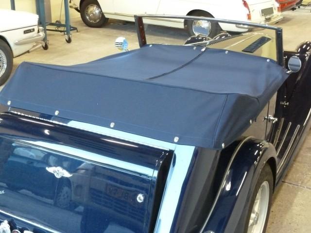 Morgan met speciale kaphoes  tonneau, gemaakt van Sonnenland Classic blauw (2)