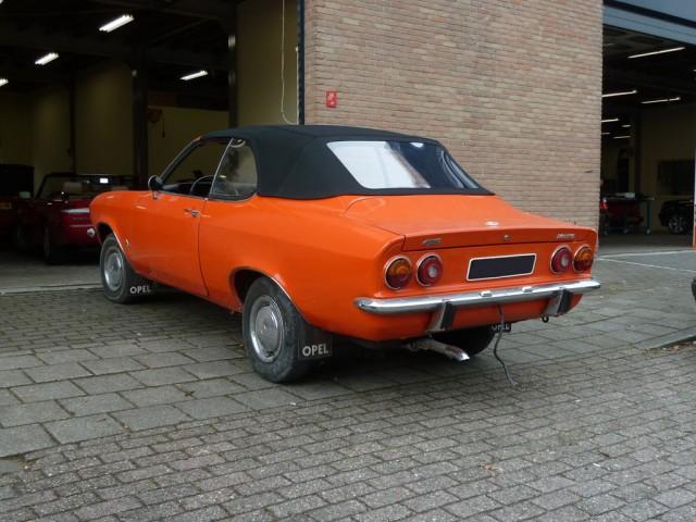 Opel Manta Cabrio, cabriokap Sonnenland Classic zwart, kapframe in overleg met ons gemaakt.